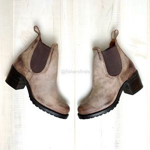 New Frye Sabrina Chelsea Boots in Chocolate 8.5